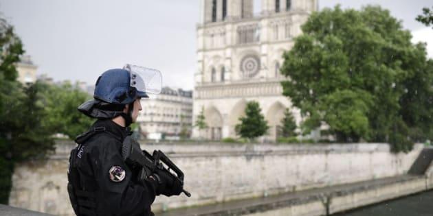 """Pour Jacques Toubon, le défenseur des droits, le projet de loi anti-terroriste est """"une pilule empoisonnée"""""""