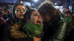 """FOTOS 📷 Senado de Argentina tira legalización del aborto; la """"ola verde"""" toma las"""