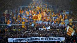 Miles de personas se manifiestan en Barcelona contra el juicio del