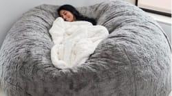 Questo cuscino sarà l'oggetto più conteso della casa questo inverno e non è difficile immaginare