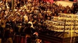 Les Palestiniens célèbrent le retrait des caméras de surveillance à l'entrée de