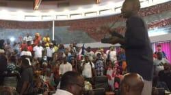 À Mayotte, la manifestation déborde et oblige les élus à quitter l'hémicycle sous les