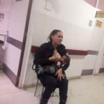 女性警官が育児放棄の赤ちゃんに授乳。とっさの判断に称賛集まる