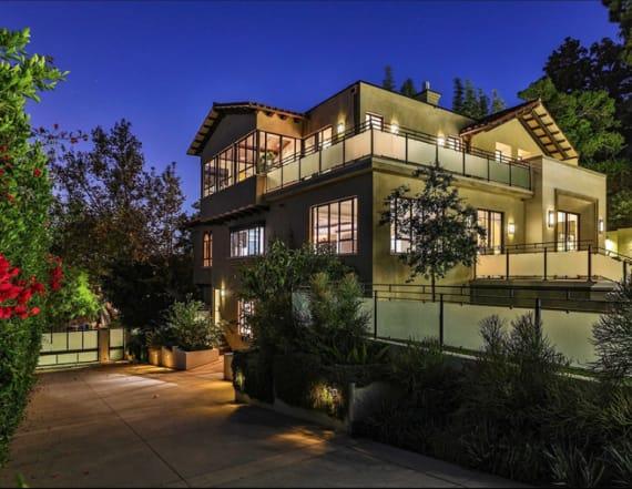 Rihanna seeks buyer for Hollywood Hills home