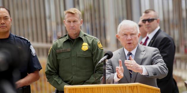 El fiscal general Jeff Sessions durante una visita a la frontera con México en San Ysidro, California.