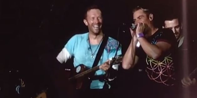 Shane Warne and Chris Martin jammed at last night's Coldplay concert.