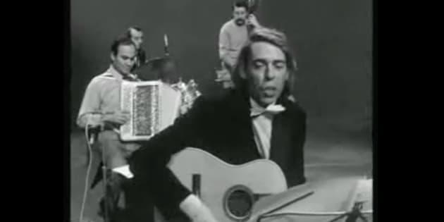 """Marcel Azzola, ici aux côtés de Jacques Brel pour l'enregistrement de """"Vesoul"""" en décembre 1968, est mort à 91 ans."""