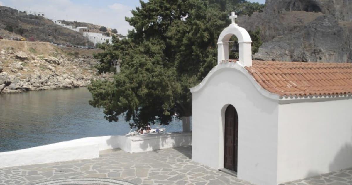 Gli sposi simulano atto sessuale di fronte alla cappella, il vescovo di Rodi bandisce i matrimoni stranieri