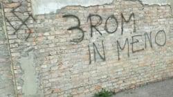 Svastiche e scritte razziste contro le tre sorelle rom morte nel camper incendiato a