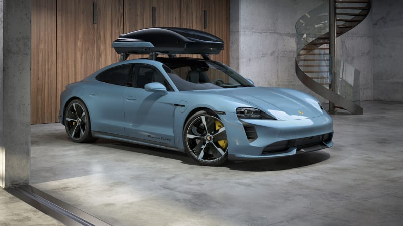 Porsche develops a Performance roof box, good for speeds up to 124 mph