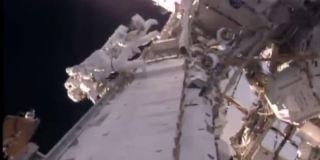 Les premières images de Thomas Pesquet dans l'espace, à l'extérieur de l'ISS.