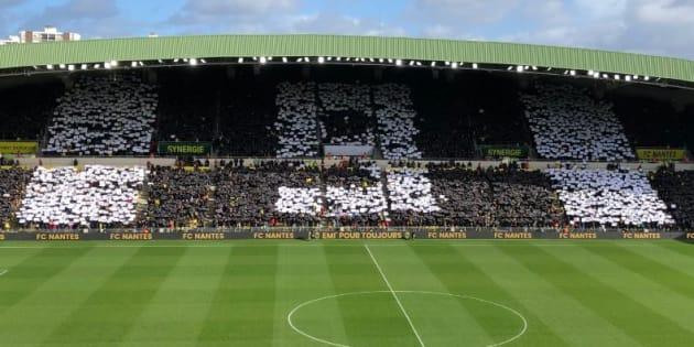 Les spectateurs de Nantes-Nîmes déployant un tifo pour Sala avant le match le 10 février 2019.