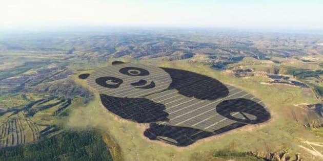 La centrale solaire s'observe mieux quand on prend un peu de hauteur.