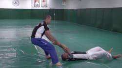 Ce prof de Ju-Jitsu vous apprend à réagir si vous êtes traînés au sol comme le passager d'United