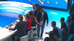 Cyril Hanouna piège Capucine Anav et pose sa main sur son