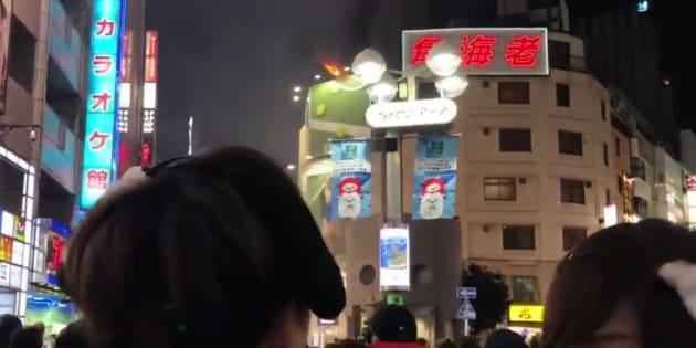 ごった返す渋谷のセンター街で火災が起きた