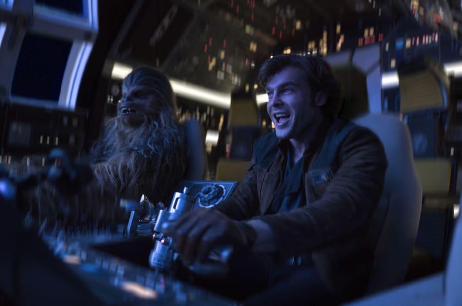 """Joonas Suotamo et Alden Ehrenreich dans """"Solo: A Star Wars Story""""."""