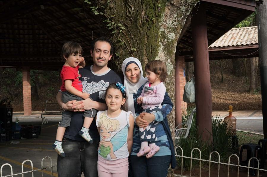 A refugiada síria Salsabil Matouk, com o marido, Salim, e os filhos Jury, Walid e Yasmin.