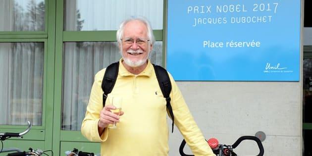 Le prix Nobel Jacques Dubochet a carrément une place de vélo réservée