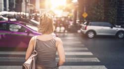 Donna di 38 anni investita sulle strisce mentre attraversava. Illeso il figlio neonato, pochi passi dietro di