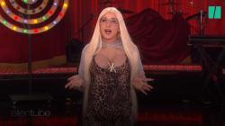 Son costume de soeur cachée des Kardashian s'améliore d'année en