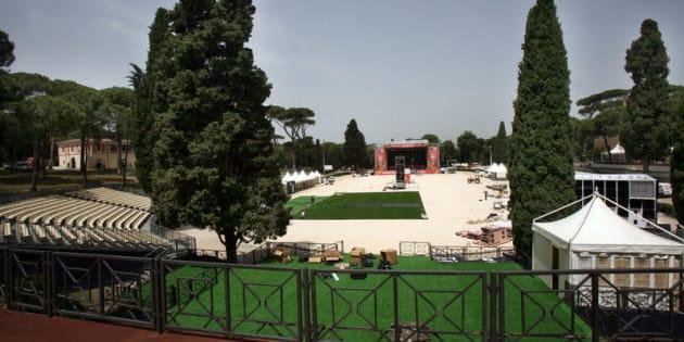 """No alla """"privatizzazione"""" di Piazza di Siena"""