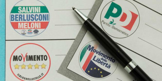 Berlino,  schede elettorali per la circoscrizione estero per le elezioni politiche del 4 marzo. Nella foto i simboli dei partiti sulle schede elettorali
