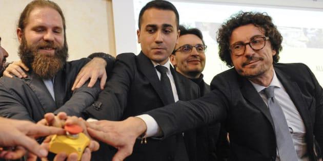 Il Movimento 5 Stelle attiva il countdown per lo stop alle pensioni e vitalizi dei parlamentari. Nella foto Vincenzo Caso, Luigi Di Maio e Danilo Toninelli.