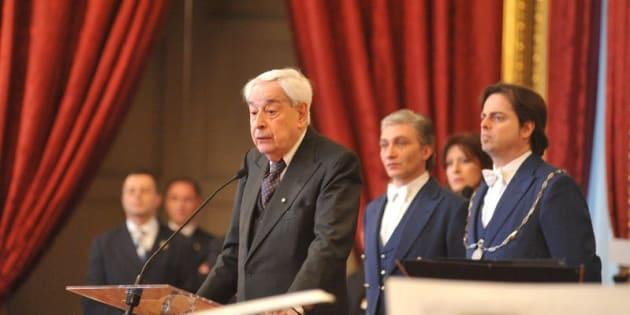 Addio al giornalista Enzo Bettiza, editorialista de La Stampa
