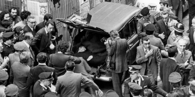 09/05/1978 Roma, via Caetani, ritrovamento del cadavere di Aldo Moro, nella foto la Renault contenente il corpo