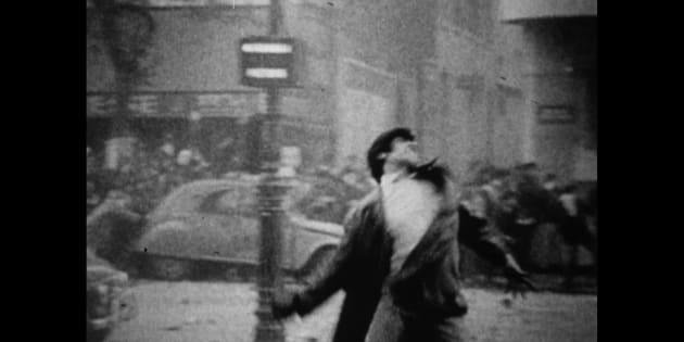 Manifestante em Paris, 1968.