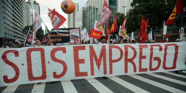 Manifestantes protestam contra reforma da Previdência em passeata no Rio de Janeiro.