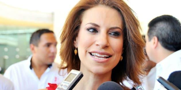 La Fiscalía General de Veracruz dio a conocer que la esposa del exgobernador Javier Duarte ya tiene orden de aprehensión por desfalco al DIF estatal.