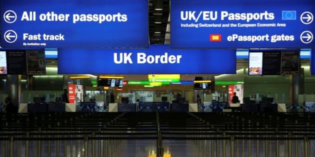 Control fronterizo en la terminal 2 del aeropuerto de Heathrow (Londres), en junio de 2014.