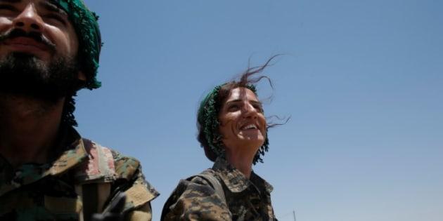 Sheen Ibrahim, una miliciana kurda, retratada en Raqqa el pasado 16 de junio.