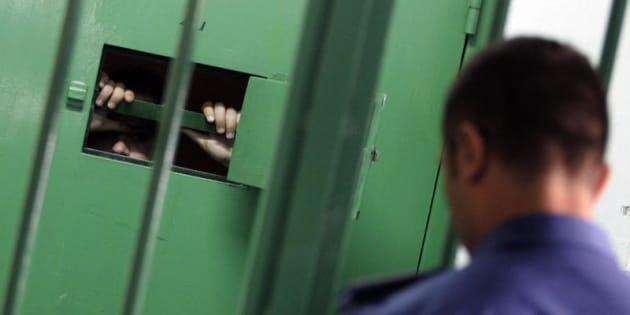01/10/2012 Napoli, Carcere di Poggioreale, celle di sicurezza 01/10/2012 Napoli, Carcere di Poggioreale, celle di sicurezza