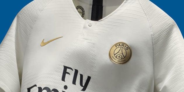 Le nouveau maillot extérieur du PSG aux couleurs de la pierre des bâtiments parisiens.