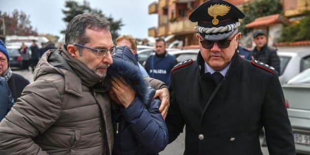 28/02/2018 Cisterna di Latina, Luigi Capasso, appuntato dei carabinieri, ha sparato con la pistola d'ordinanza alla moglie dopo averla attesa in garage, si è poi barricato in casa con le due figlie minorenni. Nella foto la zia delle bambine