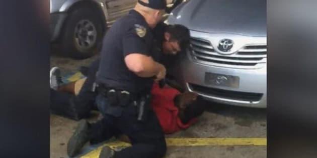 Pas de poursuites contre les deux policiers américains qui avaient tué un homme noir dans une station-service
