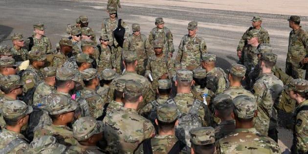 Soldados del Ejército mientras llegan cerca del puerto de entrada cerca de la frontera mexicana en Donna, Texas (EE.UU.).