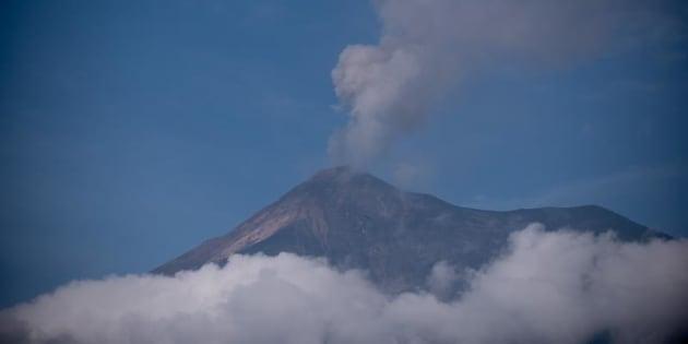 Vista general del Volcán de Fuego desde el municipio de Alotenango, en el departamento de Sacatepéquez (Guatemala). EFE/Archivo