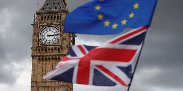 Las banderas de Reino Unido y la Unión Europea, ante el Big Ben (en el lado noroeste del Palacio de Westminster, la sede del Parlamento del Reino Unido), en una imagen de septiembre pasado.