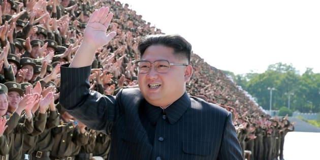 El líder norcoreano Kim Jong en una foto difundida por la agencia oficial del régimen el pasado 1 de septiembre, tras un encuentro con jóvenes.