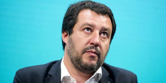 Saviano a Salvini: buffone, non ti temo