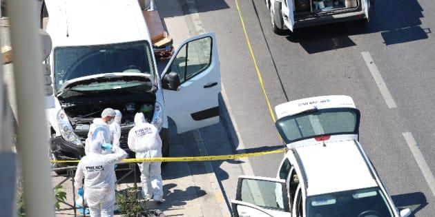 """Une voiture percute deux abrisbus à Marseille et fait un mort, la """"piste psychiatrique"""" privilégiée"""