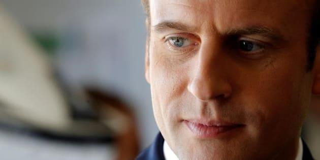 El presidente galo Emmanuel Macron, visitando un centro para niños en Moisson, el pasado 3 de agosto.