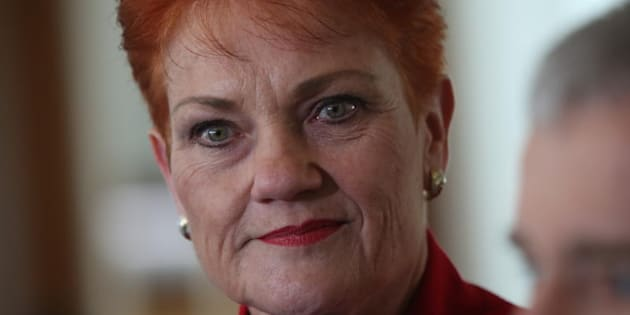 Pauline Hanson's 'Battlers Bus' rolls into Maryborough