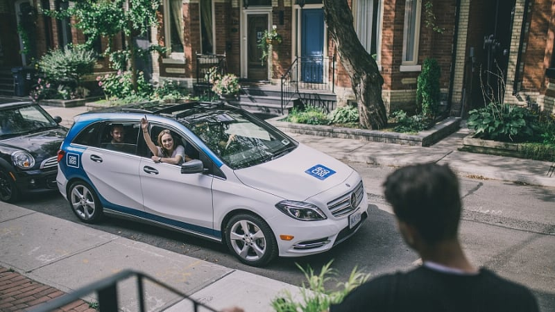 Easily Identified By Its Huge Fleet Of Blue And White Smart Fortwos In Cities Around The World Daimler S Car2go Car Sharing Service Is Growing Canada