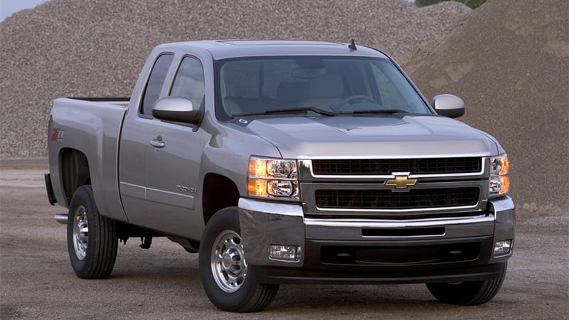 GM recalls 330,000 fullsize trucks for airbag replacement