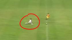 Ce joueur de football indonésien est un véritable Usain